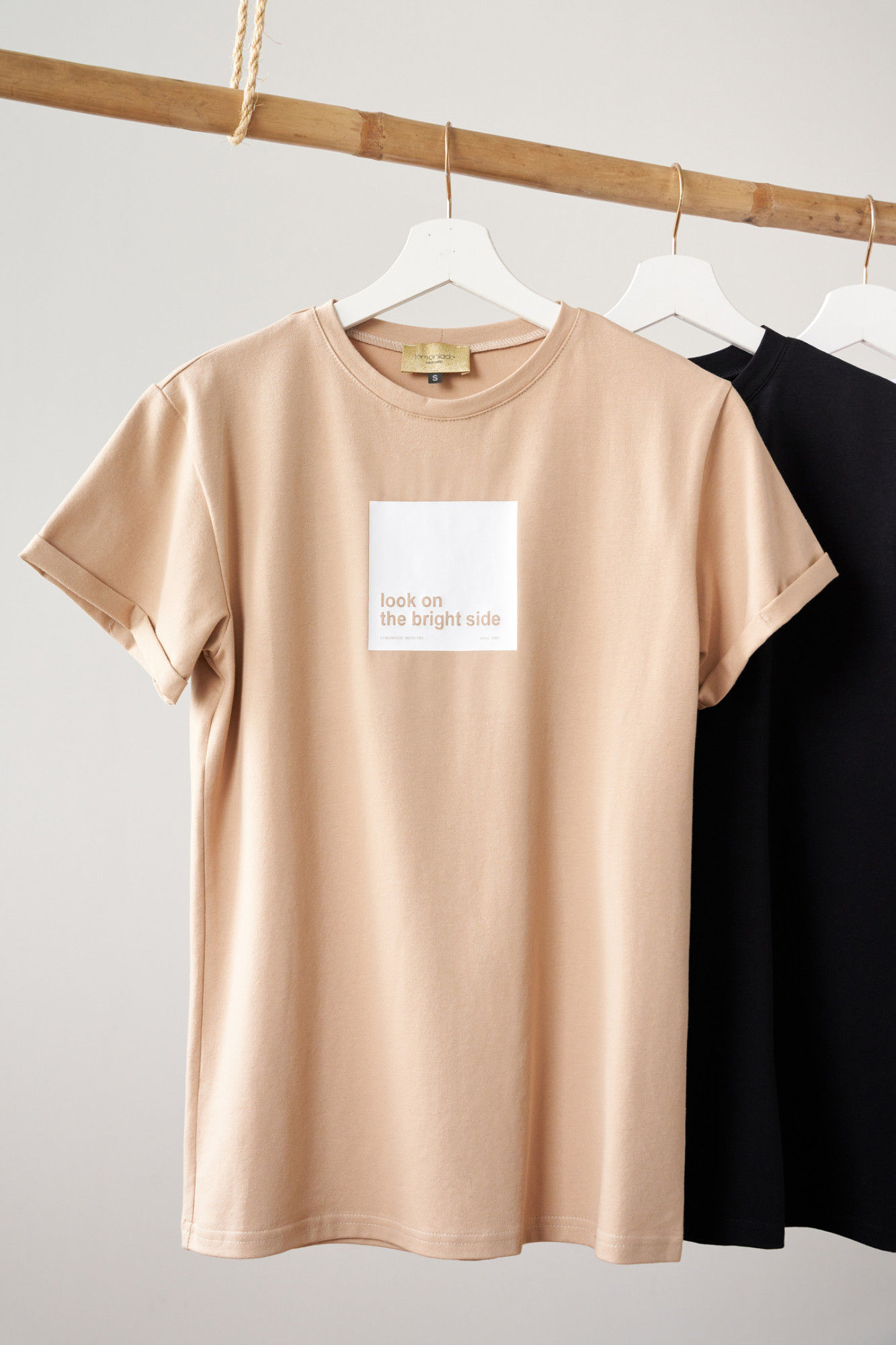 T-shirt Look on the bright side beige
