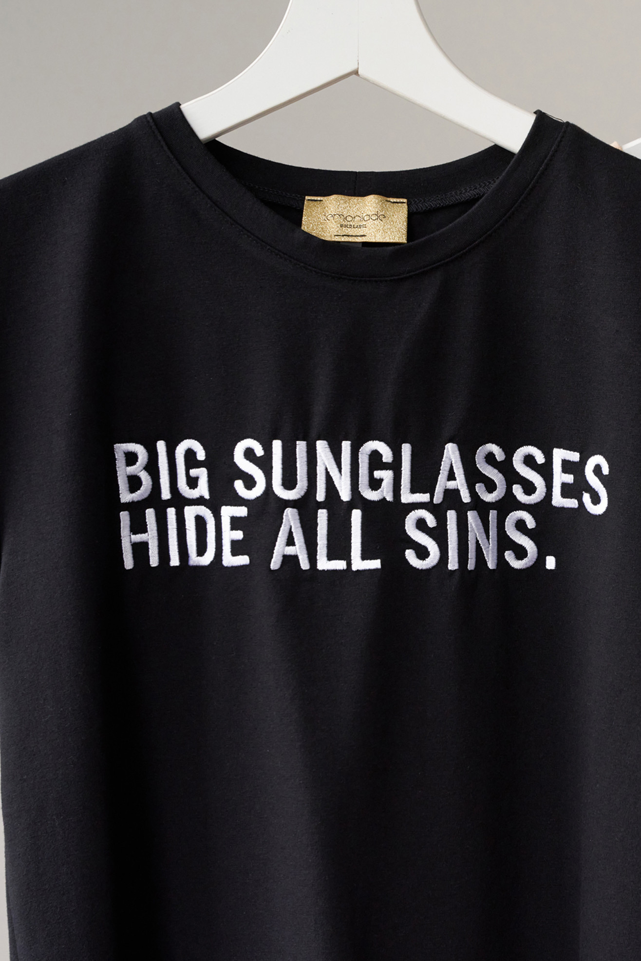 T-shirt with embroidery Sunglasses black