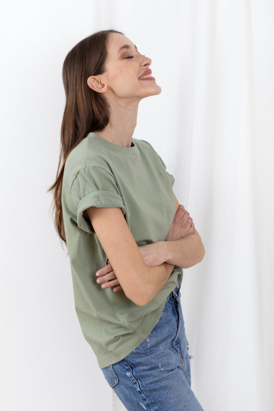 Basic t-shirt with rolled up sleeves Mimi sage