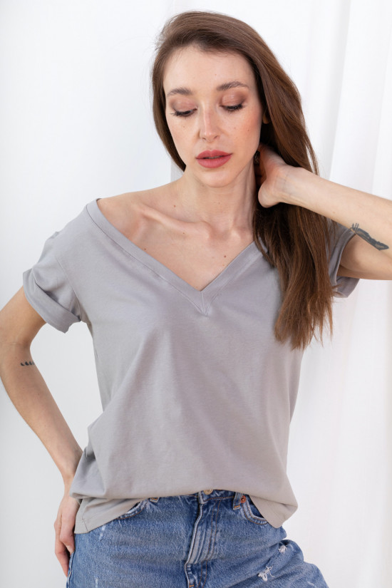 T-shirt with rolled up sleeves and V-neck Taylor stone