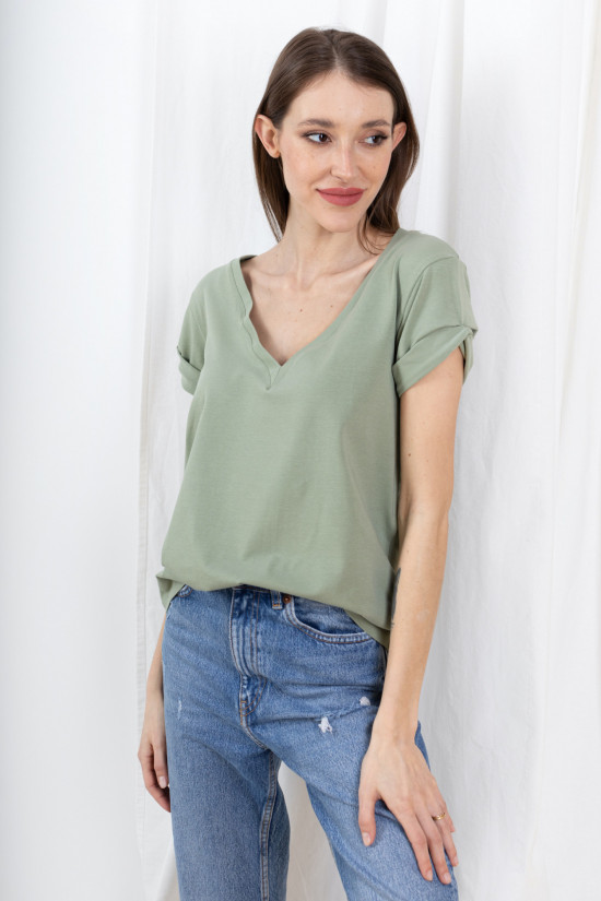 T-shirt with rolled up sleeves and V-neck Taylor sage