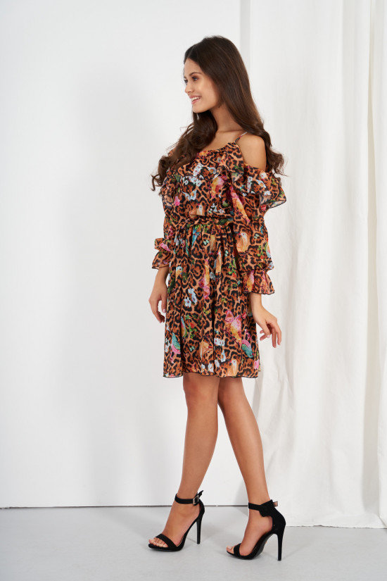 Dress with frills and cold shoulders egzotic 2